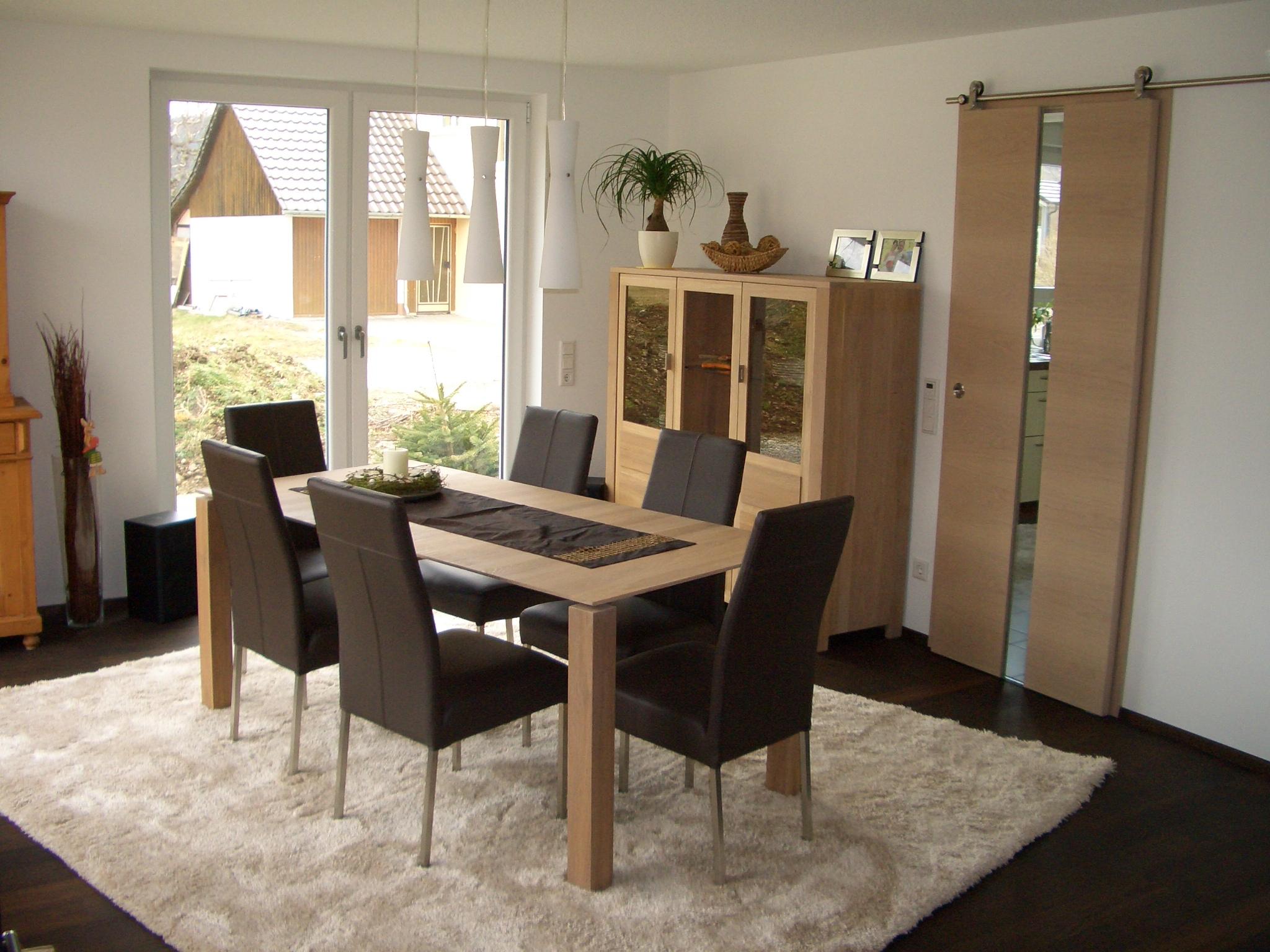 Esszimmertisch, Buffet und Schiebetüre aus Eiche